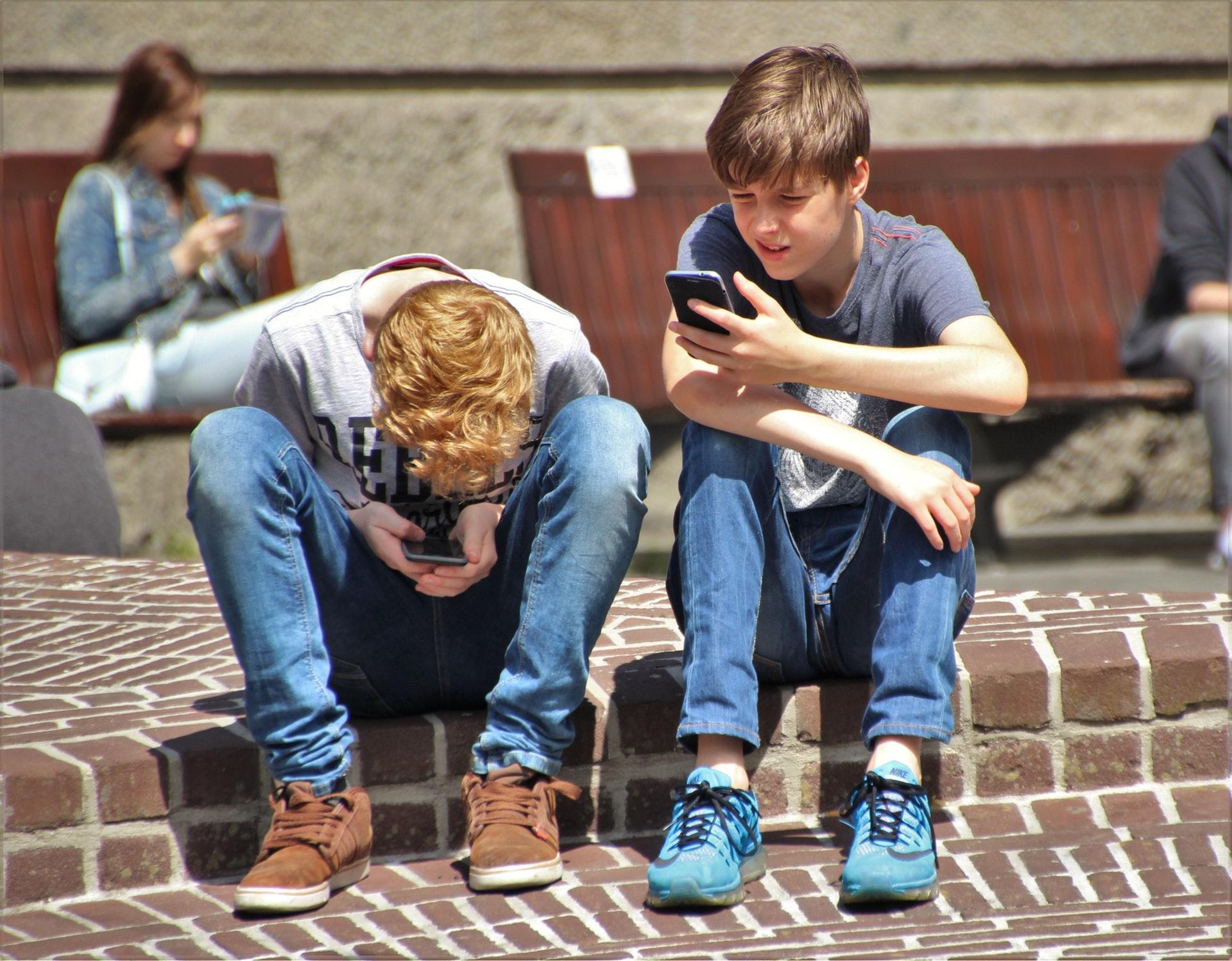 Învață să limitezi tehnologia în viața copilului tău