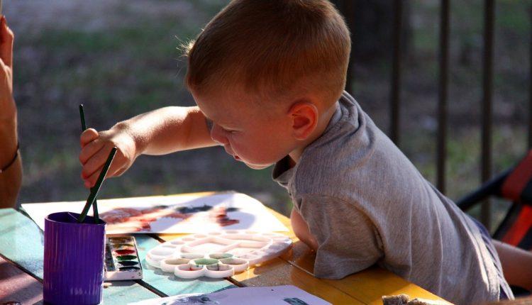 Cum să alegi activitățile extra-școlare pentru copilul tău